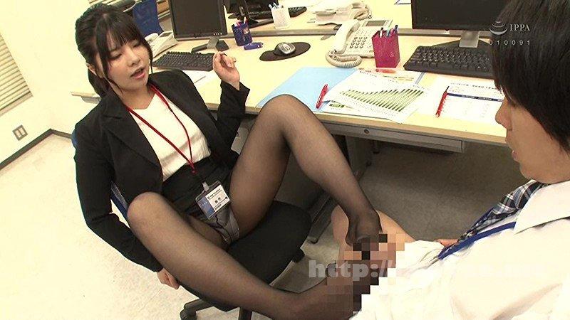 [HD][GS-255] 我が社のパンチラホットスポットを発見したボク!女子社員の黒パンストから見えたパンチラのせいでソソられ仕事が手に付かない!!勃起しながら隠れてパンチラを見ていると…女子社員につかまり、逆に黒パンストのままメチャクチャにチ○ポをイジラれた!! - image GS-255-15 on https://javfree.me