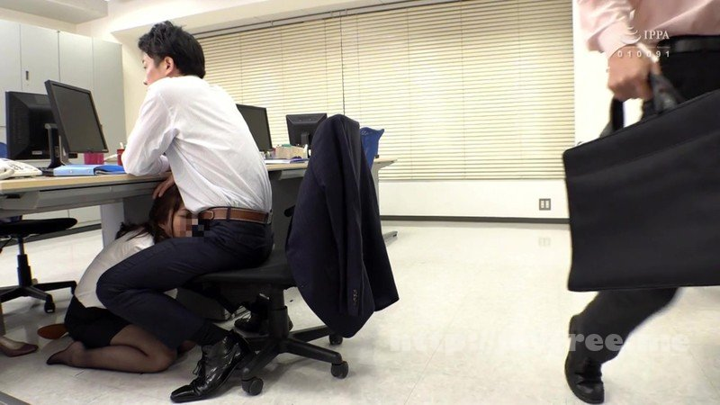 [HD][GS-336] ちびっ子女子社員パワハライラマ調教 身長が低いソソる女子社員を他の社員にバレないように仕事の合間に机の下に潜らせて毎日フェラさせて楽しむ絶倫の上司。涙目でイラマ汁垂らながら必死にシャブル女子社員を、マダマダ甘いんだよ今日はお仕置きしてやるぞと調教!