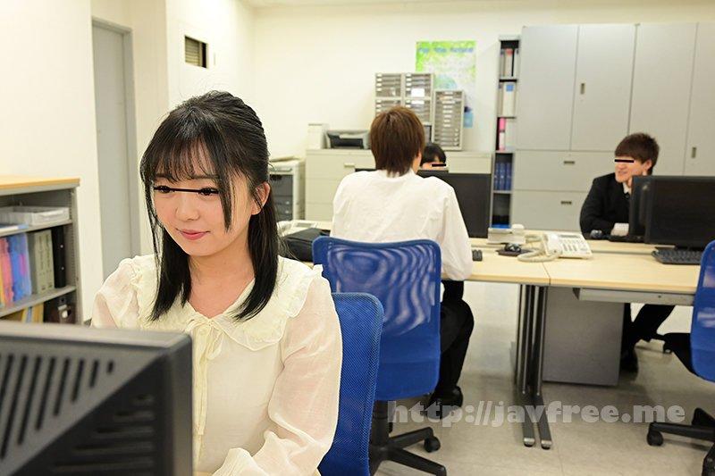 [HD][GS-398] 真面目だと思っていた地味で小柄な女子社員が…実はムッツリスケベのチ○ポ大好き娘!バレないように僕のチ○ポを机の下で握りしめ、勝手に手コキ&濃厚フェラチオ!他の社員にバレちゃまずいので逃げ出すと、黙って追いかけてきて・・・ - image GS-398-1 on https://javfree.me