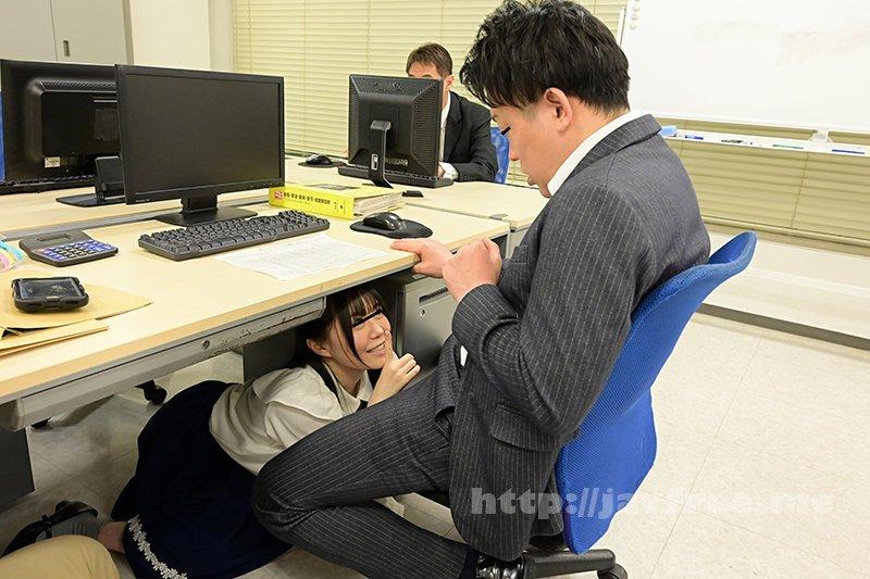 [HD][GS-398] 真面目だと思っていた地味で小柄な女子社員が…実はムッツリスケベのチ○ポ大好き娘!バレないように僕のチ○ポを机の下で握りしめ、勝手に手コキ&濃厚フェラチオ!他の社員にバレちゃまずいので逃げ出すと、黙って追いかけてきて・・・ - image GS-398-11 on https://javfree.me