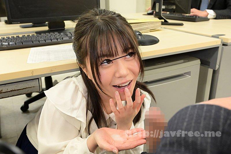 [HD][GS-398] 真面目だと思っていた地味で小柄な女子社員が…実はムッツリスケベのチ○ポ大好き娘!バレないように僕のチ○ポを机の下で握りしめ、勝手に手コキ&濃厚フェラチオ!他の社員にバレちゃまずいので逃げ出すと、黙って追いかけてきて・・・ - image GS-398-12 on https://javfree.me