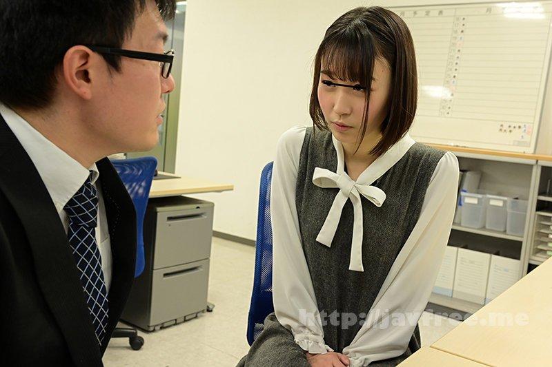 [HD][GS-398] 真面目だと思っていた地味で小柄な女子社員が…実はムッツリスケベのチ○ポ大好き娘!バレないように僕のチ○ポを机の下で握りしめ、勝手に手コキ&濃厚フェラチオ!他の社員にバレちゃまずいので逃げ出すと、黙って追いかけてきて・・・ - image GS-398-6 on https://javfree.me