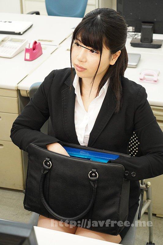 [GS-401] 夏はビキニを着るんだと張り切る女子社員 社会人になったので今年こそはビキニを着て海辺でナンパされ、良い男とHしてやる!とヤル気満々な女子社員。『その前に買ったビキニが似合うか見てくれない?』と残業中に言われて仕方がないので見てやると… - image GS-401-1 on https://javfree.me