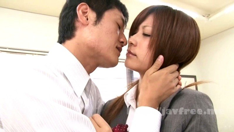 [HBAD-162] 隠れて夫の上司と接吻している新妻は我慢できずに入れたがる さとう遥希 - image HBAD-162-8 on https://javfree.me