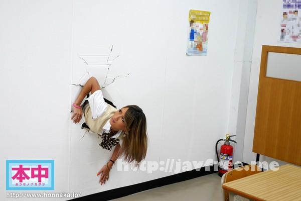 [HND-228] 壁にはまって出れない!! AIKA - image HND-228-1 on https://javfree.me