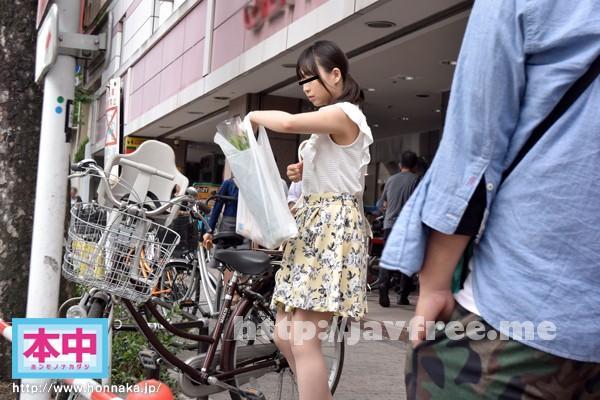 [HNKY 001] 子供を保育園に送った後の人妻は時間を持て余して暇している、ただの独身女気分でナンパから超楽勝で全員真正中出し!! HKNY