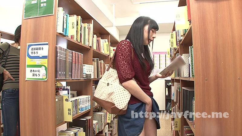 [HUNT-956] 司書の私(レズビアン)が勤める図書館には時々、恥ずかしそうにしながらHな書籍(官能小説、How to本、ヌード本など)を探しに女子がやって来る。 3 - image HUNT-956-1 on https://javfree.me