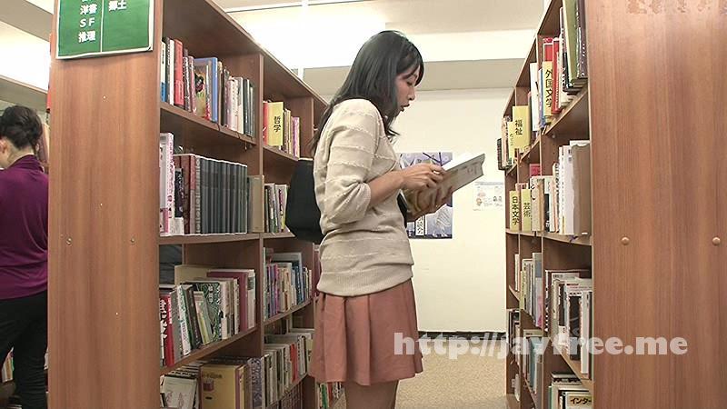 [HUNT-956] 司書の私(レズビアン)が勤める図書館には時々、恥ずかしそうにしながらHな書籍(官能小説、How to本、ヌード本など)を探しに女子がやって来る。 3 - image HUNT-956-12 on https://javfree.me