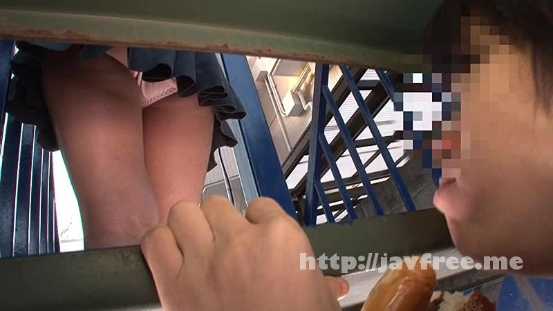 [HUNTA-001] 学校の教室で居場所の無いボクの絶好の弁当スポットは絶景のパンチラスポット!!教室で周りと話が全く合わないボクは屋上で一人お弁当を食べているのですがそこが最高のパンチラスポットでお弁当を食べながらアソコを勃起させています! - image HUNTA-001-16 on https://javfree.me