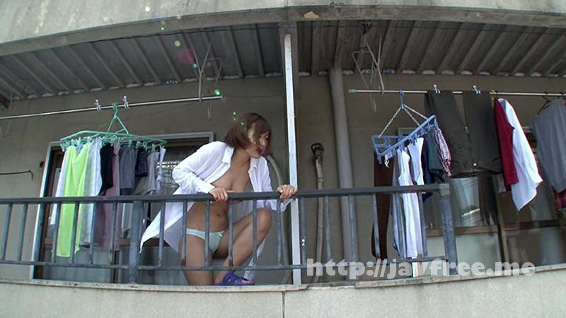 [HUNTA-056] えっ………!? ベランダに裸同然の見知らぬ女!いまだやって来ないモテ期を信じている僕の趣味は、部屋の薄い壁に耳を当て、隣に住むイケメンが連れこんだ女のあえぎ声を盗み聞きしながらシコる事。ある日いつものように盗み聞きしようとしたら、目を疑うような光景が! - image HUNTA-056-6 on https://javfree.me