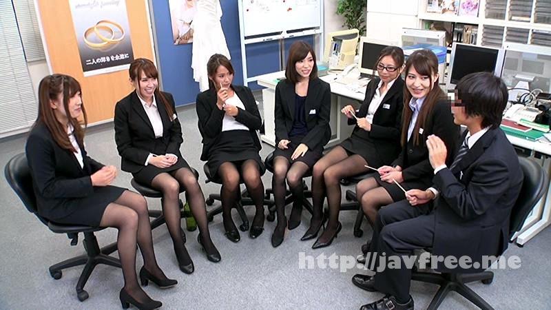 [HUNTA 079] 先輩OLに囲まれて残業中のオフィスで男は僕1人だけの王様ゲーム!やっとの思いで就職!できたけど…会社に男は僕1人だけ!なので当然、居場所も権力もありません…。しかしある日の残業中、女子社員が始めた『王様ゲーム』に僕も強制参加させられたんだけど… HUNTA