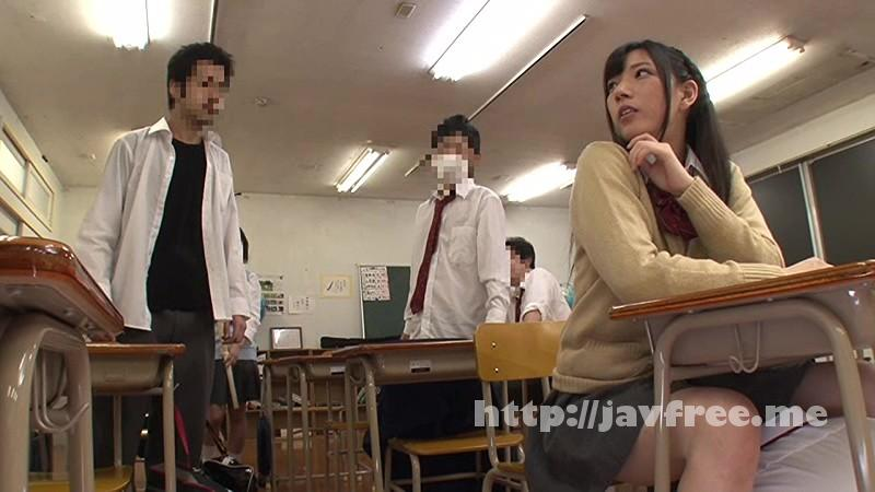 [HUNTA-093] 慌てて机の下に隠れたら目の前にはパンツ!しかも濡れてきた! 僕は学校生活が楽しくない。なぜなら毎日のようにいじめられているから。だけどクラスで唯一、優等生女子だけは僕の事を助けてくれる… - image HUNTA-093-13 on https://javfree.me