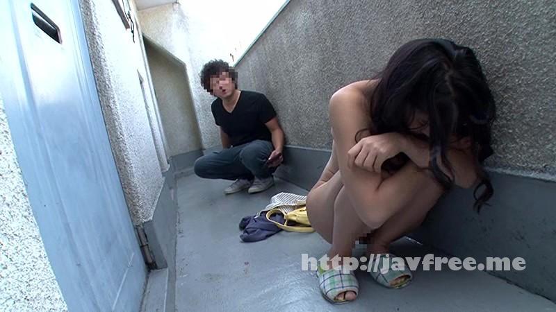 [HUNTA 106] 今日玄関の前で素っ裸の女性を拾いました。バイトから帰って来たらマンションの廊下に裸の女性が! しかも巨乳!どうやら隣のイケメンに閉め出されたらしく偶然、通りかかった僕に助けを求めて来た。女の必死さに押されしばらく家に入れてあげる事に。 HUNTA
