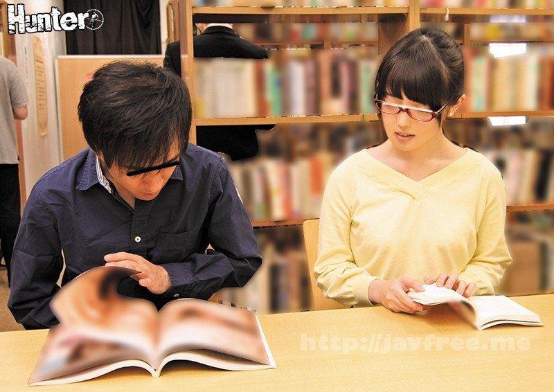 [HD][HUNTA-549] ヂュポ!ヂュルヂュル!そんなに音をたててフェラしたら周りに気付かれちゃいます!図書館で難しそうな本を読んでいる真面目なメガネ美人の横であえてエロい本を読んで見せつけるようにフル勃起!それに気づいたメガネ美人は本を見るのをそっちのけで勃起チ○ポに興味津々…