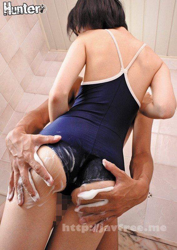 [HD][HUNTA-579] スク水妹と一緒にお風呂!!いつの間にか成長していた妹のふくらみに我慢できず勃起!普段家では子供っぽい妹には興味がないと思っていたのに、ある時、妹がお風呂に乱入!スク水を着てやって来て、背中を流すと言ってきた!普段はそんなこと言わないのに…。どうやら友達… - image HUNTA-579-4 on https://javfree.me