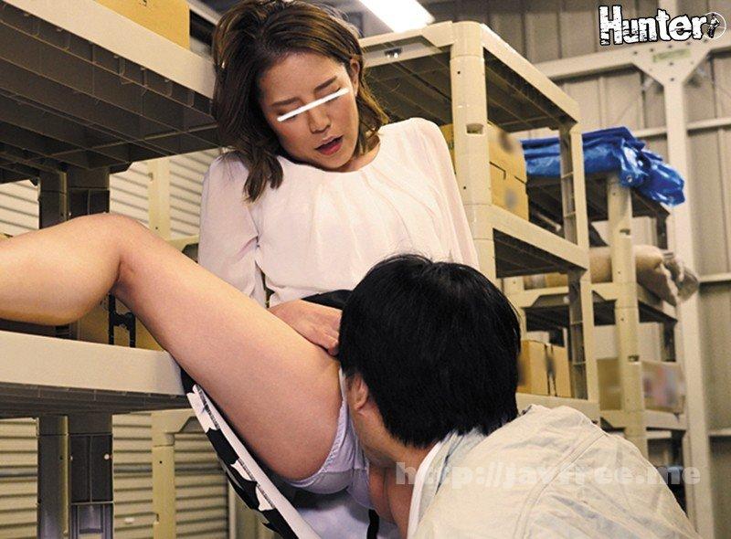[HD][HUNTA-766] 「私とエッチする?しない?今すぐ決めて!」彼氏が隣にいるにも関わらず何度も目が合う女は即マンOK娘。