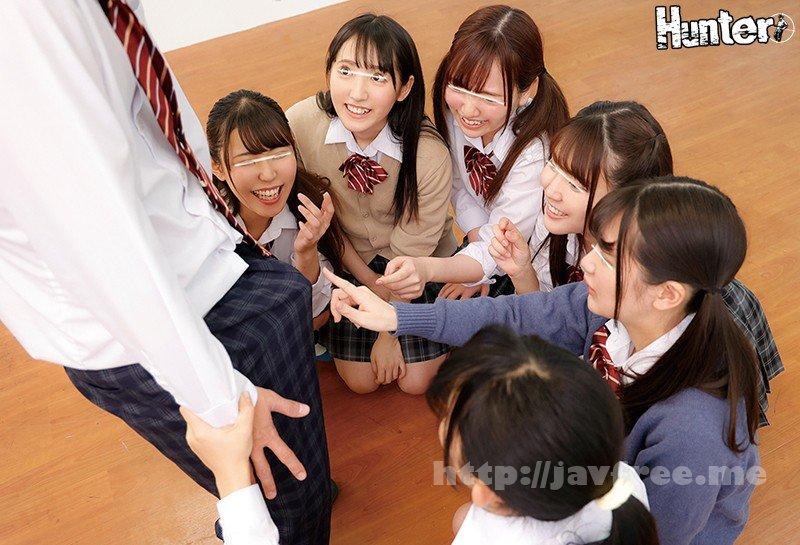 [HD][HUNTA-998] 男はボク1人の学校の大掃除はパンチラ天国!見渡せば視界に広がる無数のパンチラに大興奮!去年まで女子校だった学校に編入したら男はボク1人! - image HUNTA-998-6 on https://javfree.me