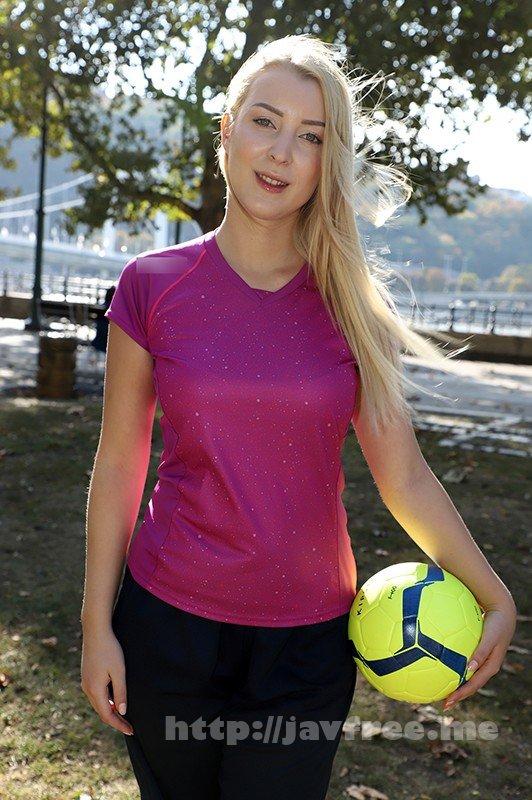 [HD][HUSR-228] ハンガリーで見つけた超絶巨乳美女は現役バレー選手!夜のコートでも必死に玉に喰らいつく!日本人との初セックスをそのままAV発売! - image HUSR-228-11 on https://javfree.me