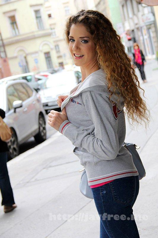 [HUSR-243] オール金髪!しかも桁違いの美人!東欧SSS級美女と最高に気持ちいい生ハメセックス!10人4時間 - image HUSR-243-9 on https://javfree.me