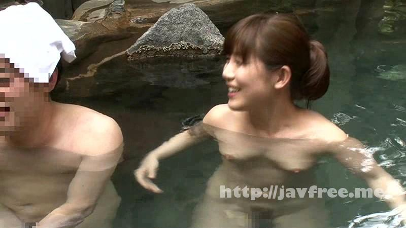 [IENE-433] 彼氏にフラれた姉がドタキャンされた温泉旅行に僕が代わりについていったらまさかの混浴露天風呂で相部屋! - image IENE-433-1 on https://javfree.me