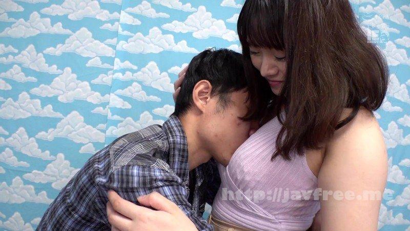 [HD][IENF-096] 横浜で見つけた心優しい巨乳の人妻さん 童貞くんのオナニーのお手伝いのつもりがセックス練習ってことで素股していてヌルっと入って筆おろし!?3 - image IENF-096-8 on https://javfree.me