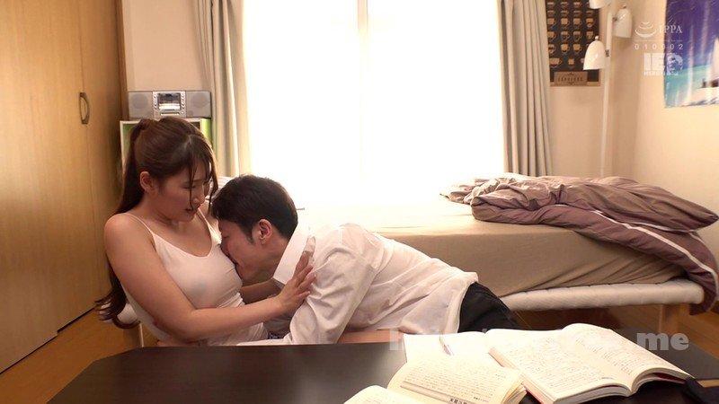 [HD][IENF-137] 突然同居する事になった義姉が「アタシ家ではいつもこうだよ」と巨乳なのにノーブラキャミソール姿なので気になって仕方ない!我慢出来なくなって顔を埋めて揉みまくったら顔を赤らめて抵抗しないので子宮の奥に溜め込んだザーメンをブチまけちゃいました! - image IENF-137-15 on https://javfree.me