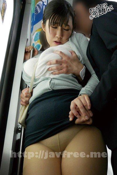 [HD][IRO-37] 巨乳妻揉みまくり痴漢 執拗な乳揉みを繰り返されパンティーから愛液が流れ出すほどぬるぬるになった人妻は痴漢棒挿入を拒めない。 大森しずか - image IRO-37-3 on https://javfree.me