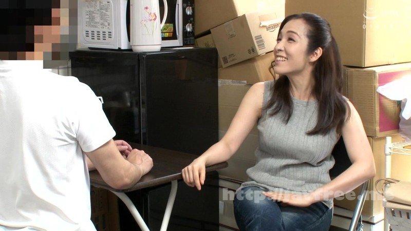 [HD][JJAA-042] パートの人妻さんが若い従業員をこっそり連れ込んで楽しむヤリ部屋になっているバイト先の休憩室17 - image JJAA-042-1 on https://javfree.me