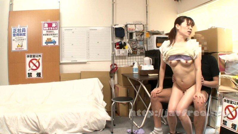 [HD][JJAA-042] パートの人妻さんが若い従業員をこっそり連れ込んで楽しむヤリ部屋になっているバイト先の休憩室17 - image JJAA-042-17 on https://javfree.me