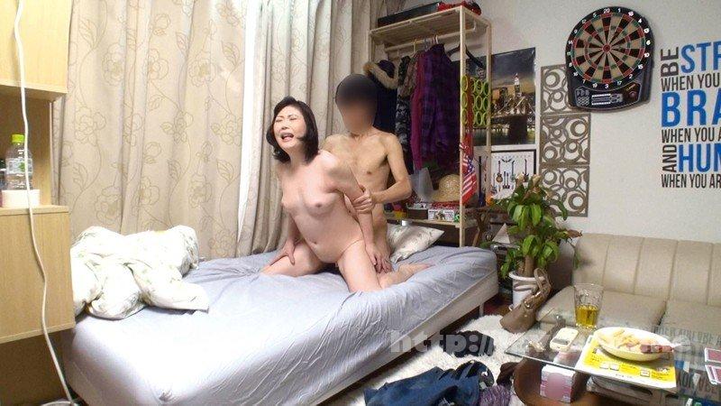 [HD][JJPP-141] イケメンが熟女を部屋に連れ込んでSEXに持ち込む様子を盗撮したDVD。130~強引にそのまま中出ししちゃいました~ - image JJPP-141-15 on https://javfree.me