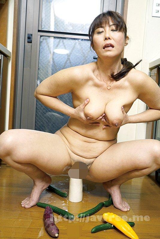 [JKNK-118] 家族には言えない!! 極太硬野菜を膣に挿入したことがある50代専業主婦… 68% - image JKNK-118-17 on https://javfree.me