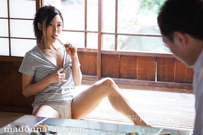 [HD][JUL-249] 田舎痴女 ~あの日から僕は、暇を持て余す肉食妻の獲物になった。~ 白木優子