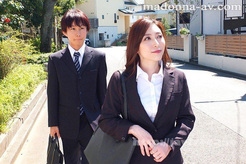 [HD][JUL-286] 出張先のビジネスホテルでずっと憧れていた女上司とまさかまさかの相部屋宿泊 白木優子 - image JUL-286-1 on https://javfree.me