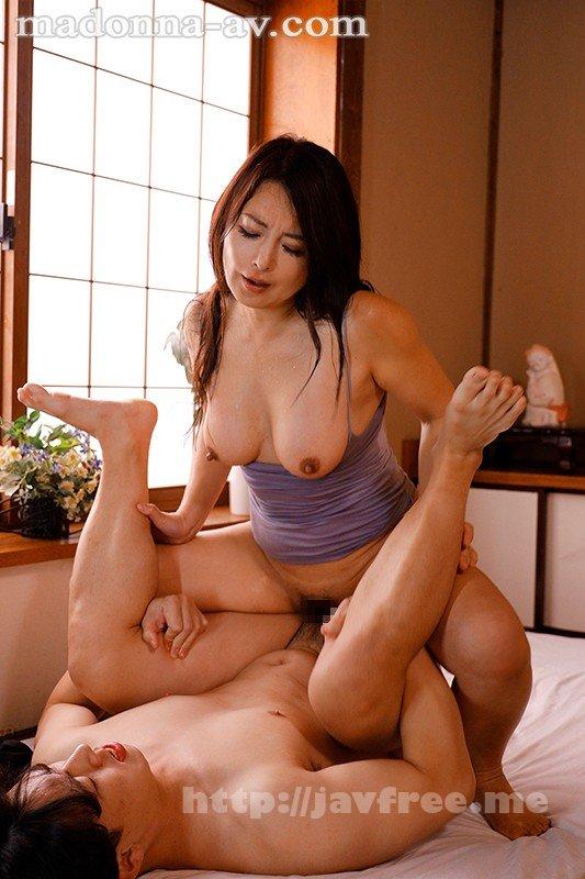 [HD][JUL-554] 汗ほとばしる人妻の圧倒的な腰振りで、僕は一度も腰を動かさずに中出ししてしまった。 一色桃子 - image JUL-554-9 on https://javfree.me