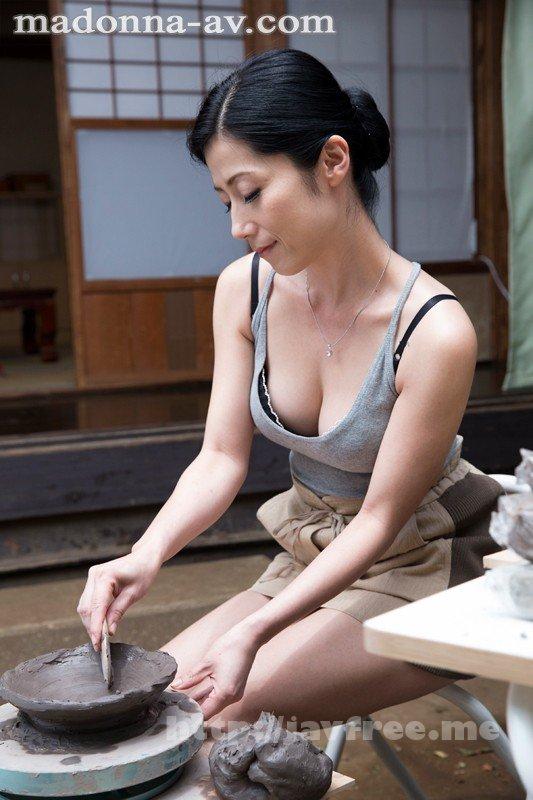 [JUX-157] 母の趣味 〜陶芸をする美しい母の秘密の時間〜 七海ひさ代 - image JUX-157-1 on https://javfree.me