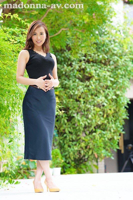 [HD][JUY-629] 新人 高級百貨店の現役受付嬢 本上さつき 42歳 AVDebut!!