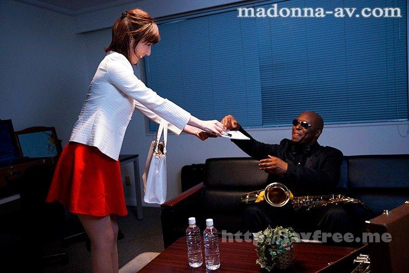 [HD][JUY-665] 【※驚愕中出し※】黒人JazzミュージシャンNTR 妻が長年ファンだった大物ジャズミュージシャン・マグナムが来日しました。 僕の会社が協賛していたのでコンサートのチケットと楽屋での面会を妻にプレゼントしたのですが…。 後日、マグナムから妻宛に届いた記念DVDには、そ… - image JUY-665-1 on https://javfree.me