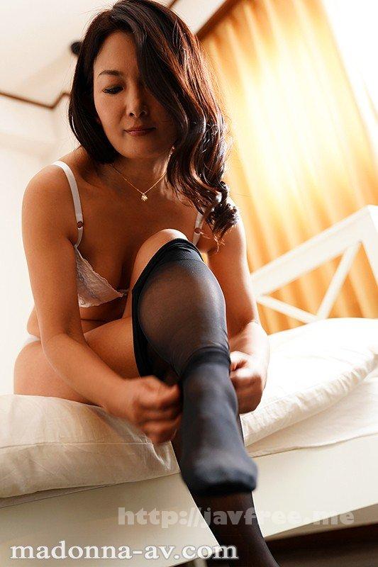 [JUY-736] こんな私でも好きになってくれるなら…。 年の差性交に濡れる女上司 ―肉欲の逢瀬― 一色桃子 - image JUY-736-1 on https://javfree.me