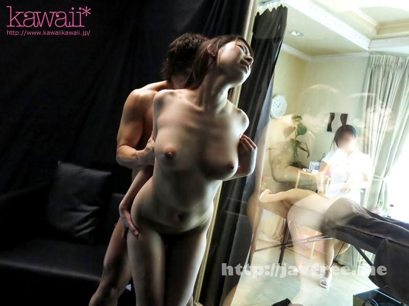 [KAWD-644] 撮影場所は女性限定エステ店!マジックミラー越しの客の前で声我慢&羞恥SEX! Vol.2 - image KAWD-644-2 on https://javfree.me