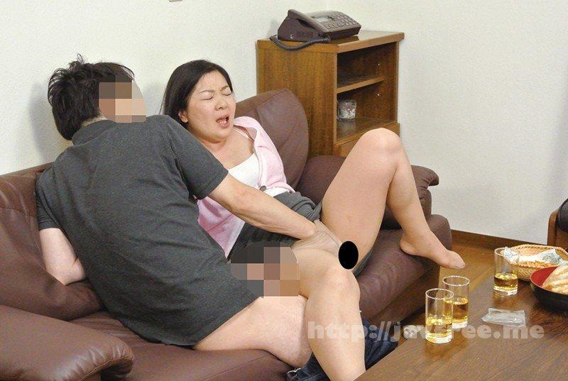 [HD][KEIFU-004] 罪悪感という快楽 地方の友人を家に泊めて夫がいるにもかかわらず 妻を口説かせたら…ゆりえ48歳 川田ゆりえ - image KEIFU-004-6 on https://javfree.me