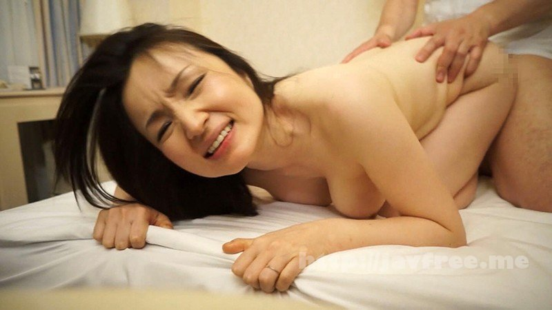 [MBM-155] 驚愕!!噂のイクイク病! マジで逝っちゃう5秒前…ヤバすぎビンカン人妻【ナンパ】12人4時間