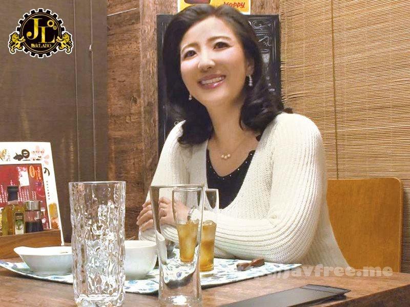 [HD][MEKO-079] 「おばさんを酔わせてどうするつもり?」若い男女で溢れ返る相席居酒屋で一人呑みしている熟女を狙い撃ちで口説いてお持ち帰り!寂しさと欲求不満が募った素人奥さんの乾いたカラダはよく濡れる!!VOL.13