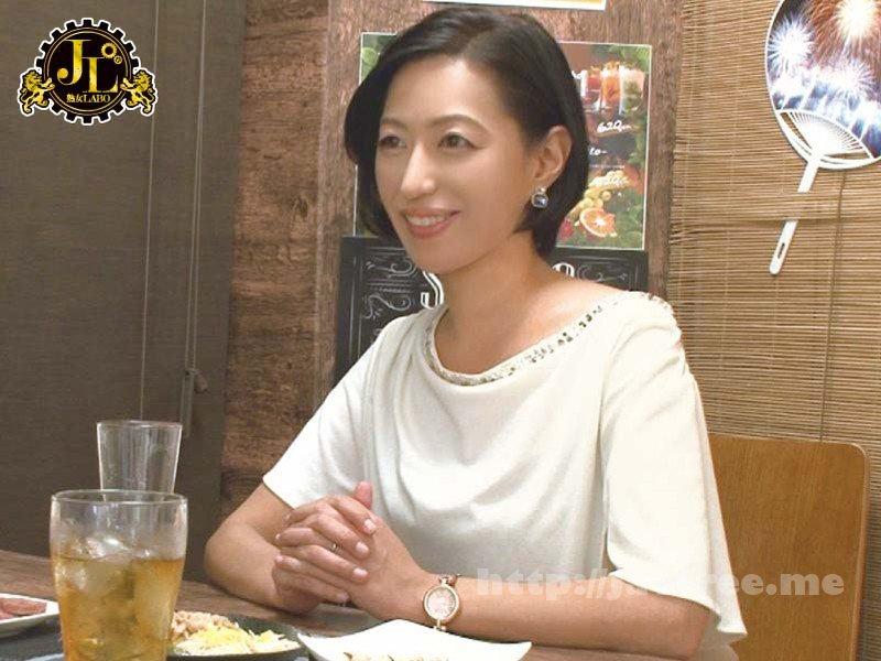 [HD][MEKO-088] 「おばさんを酔わせてどうするつもり?」若い男女で溢れ返る相席居酒屋で一人呑みしている熟女を狙い撃ちで口説いてお持ち帰り!寂しさと欲求不満が募った素人奥さんの乾いたカラダはよく濡れる!!VOL.17 - image MEKO-088-6 on https://javfree.me