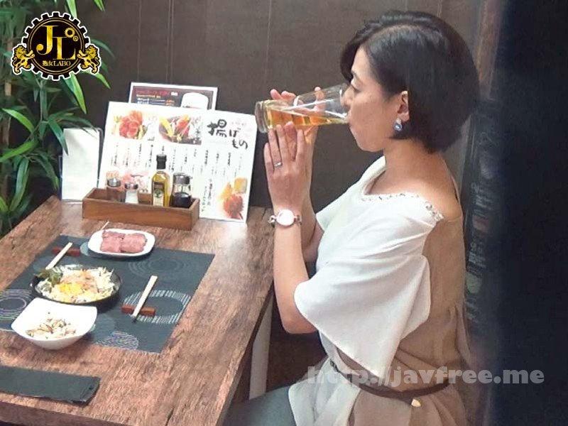 [HD][MEKO-088] 「おばさんを酔わせてどうするつもり?」若い男女で溢れ返る相席居酒屋で一人呑みしている熟女を狙い撃ちで口説いてお持ち帰り!寂しさと欲求不満が募った素人奥さんの乾いたカラダはよく濡れる!!VOL.17 - image MEKO-088-7 on https://javfree.me