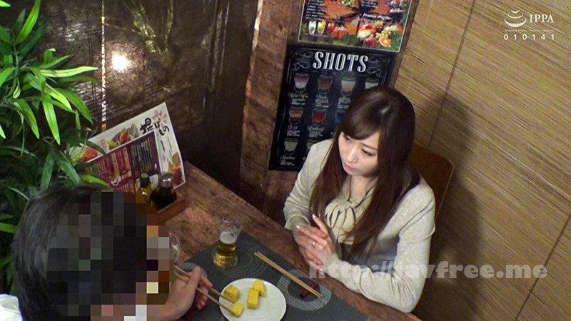 [MEKO-120] 「おばさんを酔わせてどうするつもり?」若い男女で溢れ返る相席居酒屋で一人呑みしている熟女を狙い撃ちで口説いてお持ち帰り!寂しさと欲求不満が募った素人奥さんの乾いたカラダはよく濡れる!!VOL.33 - image MEKO-120-1 on https://javfree.me