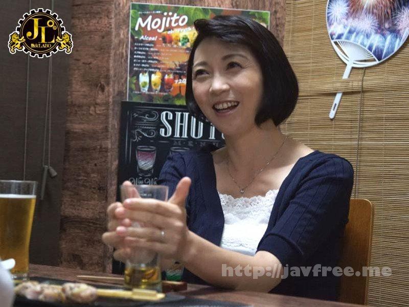 [HD][MEKO-99] 「おばさんを酔わせてどうするつもり?」若い男女で溢れ返る相席居酒屋で一人呑みしている熟女を狙い撃ちで口説いてお持ち帰り!寂しさと欲求不満が募った素人奥さんの乾いたカラダはよく濡れる!!VOL.22 - image MEKO-99-6 on https://javfree.me