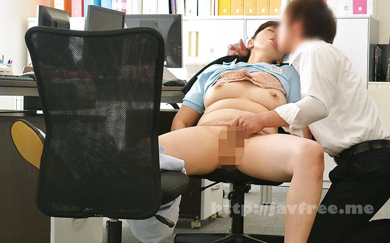 [HD][MGDN-151] 清掃員のおばさんを口説いてSEXする 9人4時間 - image MGDN-151-10 on https://javfree.me