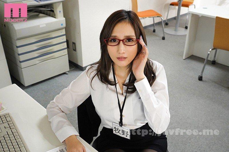 [HD][MIMK-085] 超デキる人妻女上司と出張先でセックス!いつもは怖い彼女がただの女になったワケ JULIA - image MIMK-085-10 on https://javfree.me