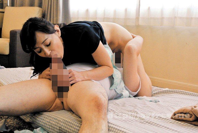 [HD][MOKO-015] 健全マッサージ店の熟女に、たくましく勃起したモノを見られてしまい… - image MOKO-015-15 on https://javfree.me