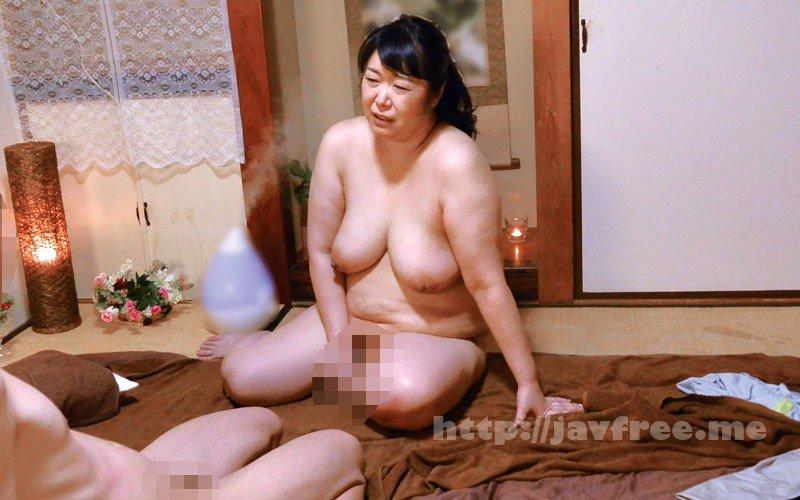 [HD][MOKO-030] ムチ尻な熟女マッサージ師に勃起チ○ポを見せたら… - image MOKO-030-13 on https://javfree.me